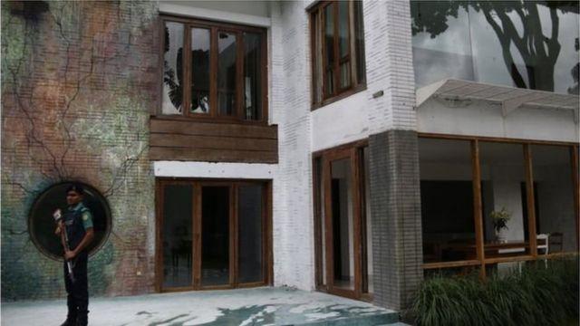 ঢাকায় হোলি আর্টিজান রেস্তোঁরায় ভয়াবহ হামলার পর দায় স্বীকার করে হামলকারীদের ছবি প্রকাশ করেছিলো আইএস
