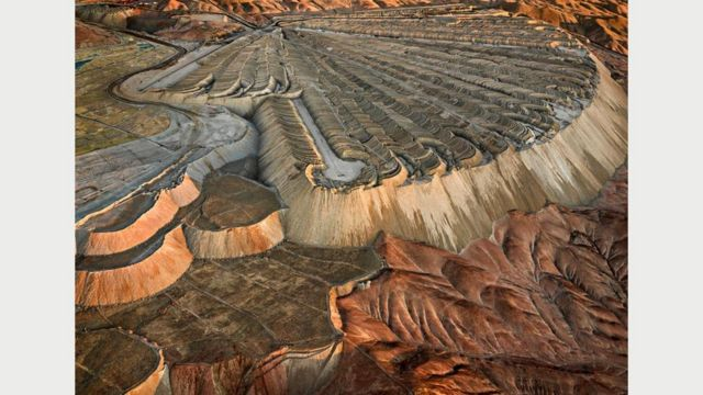 Медный рудник Чукикамата #2, Каламата, Чили, 2017 г. Фото Эдварда Буртинского (Flowers Gallery, London/Metivier Gallery, Toronto)