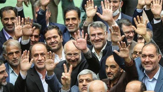 مجلس ایران ۲۹۰ کرسی دارد که اغلب آنها اکنون در اختیار سیاستمداران تندرو است