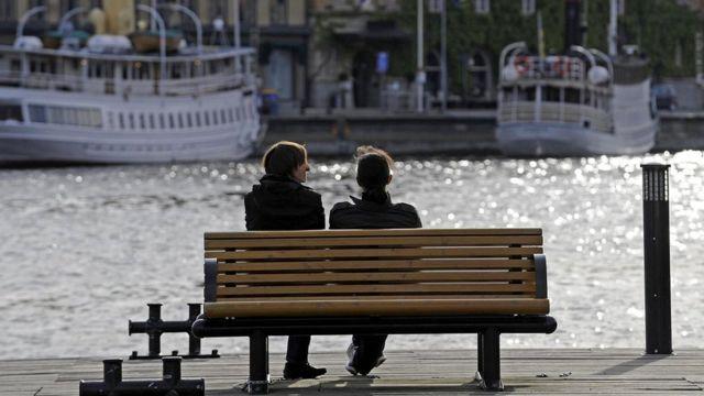 İsveç kimi ölkələrdə yaxşı gəliri olan qadınlar onlardan daha çox qazanan kişilərə ərə getmək istəyirlər