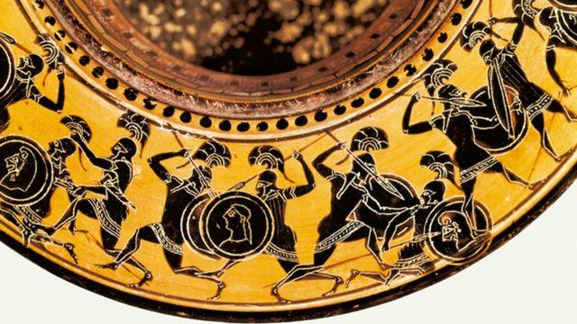Escenas de batalla en el borde de una vasija de cerámica