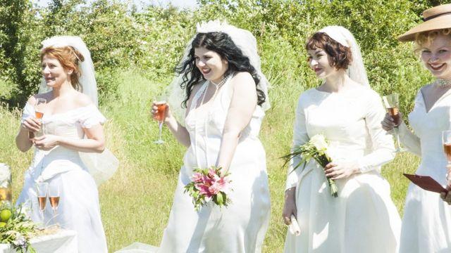 Женщины на сологамной церемонии в Канаде