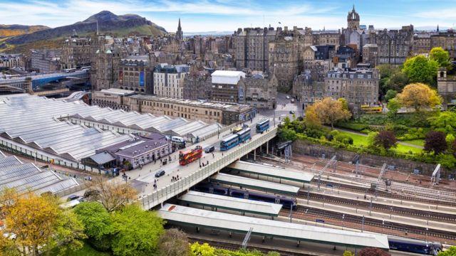Вокзал Уэверли в Эдинбурге