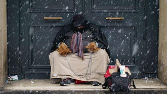 Homem sem teto na França