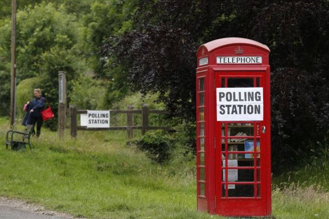 Избирательный участок в телефонной будке