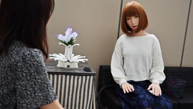 Un robot japonés con aspecto humano.