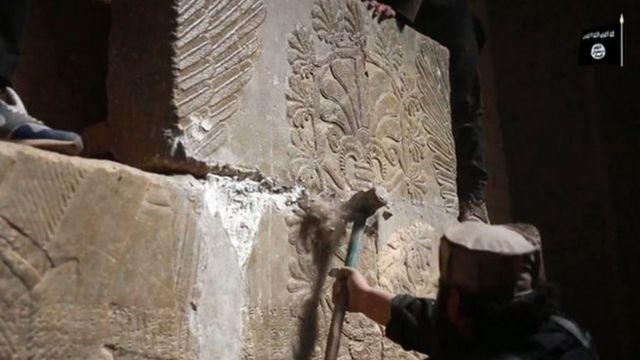 ニムルドの遺跡を破壊する様子を撮影したISビデオ