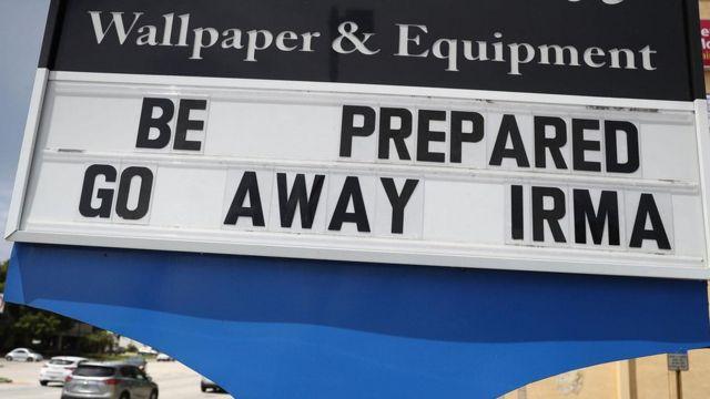 警告標識牌