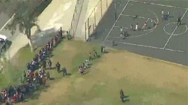 Estudiantes evacuados en San Bernardino