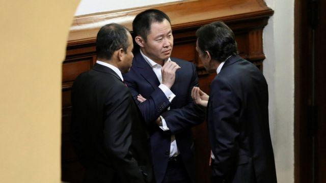 Kenji Fujimori con Héctor Becerril y Miguel Torres.