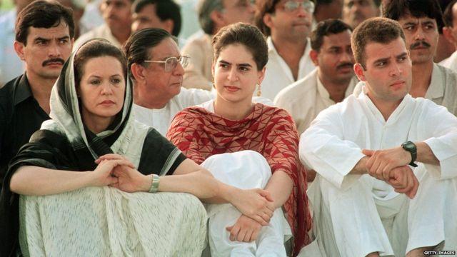 सोनिया गांधी, प्रियंका गांधी आणि राहुल गांधी