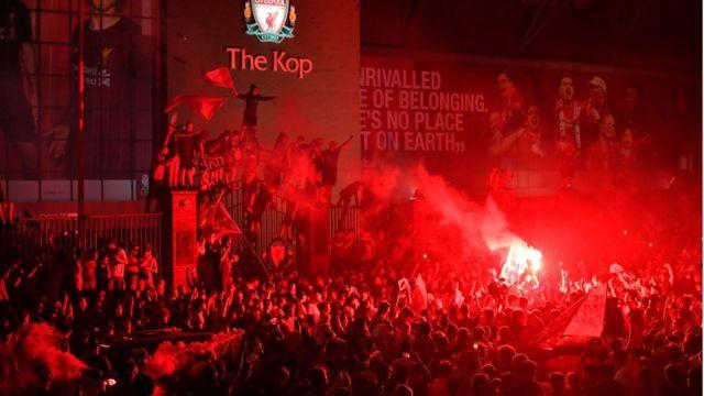 "Празднования фанов ""Ливерпуля"""