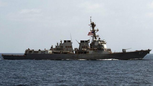 米駆逐艦「メイソン」はイエメン沖で2度にわたり攻撃を受けた