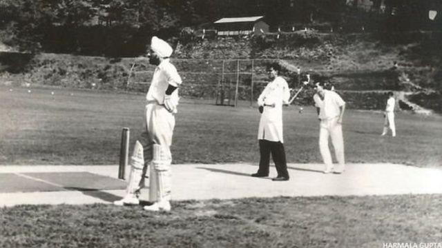 விளையாட்டில் விருப்பம் கொண்ட ஜென்ரல் ஹர்பக்ஷ் சிங், கிரிக்கெட் மற்றும் ஹாக்கியில் சிறந்த வீரராகவும் இருந்தார்