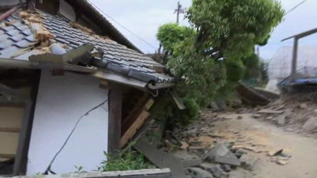 Japan earthquake: People sleep in cars for safety