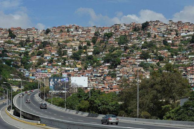 Vista general del barrio 23 de enero, en Caracas, Venezuela, el 4 de diciembre de 2015.