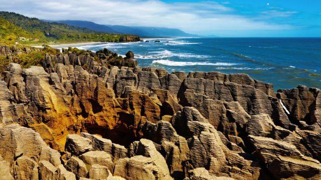 La Nouvelle-Zélande est l'un des points culminants de la Zealandia, après avoir été poussée vers le haut par le mouvement des plaques tectoniques.