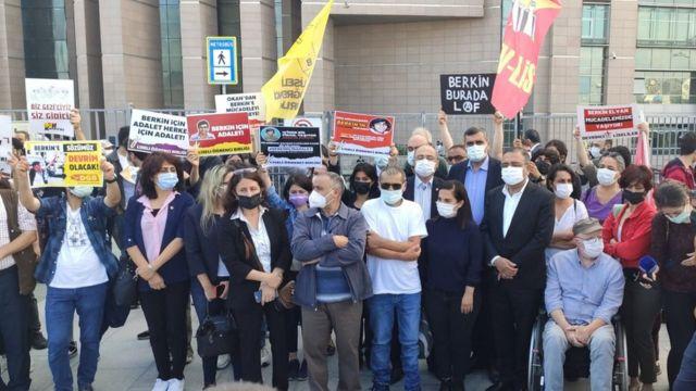 Karar duruşmasını bazı CHP ve HDP milletvekilleri ile Taksim Dayanışması ve çeşitli sivil toplum kuruluşlarının temsilcileri de izledi