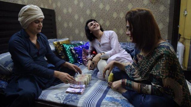 Guru Naina with Mehek (in white) and another protege