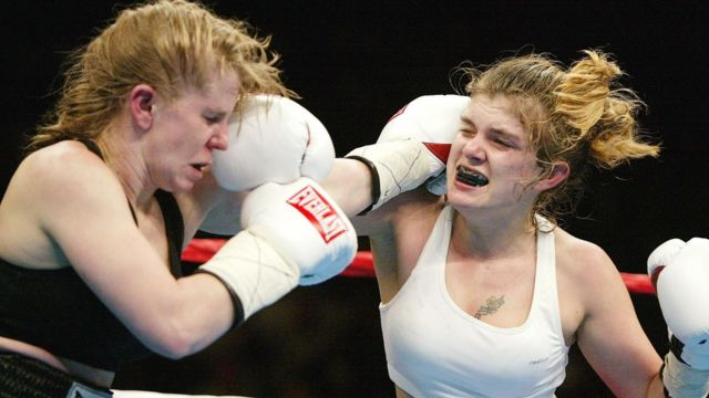 Tonya Harding e Samantha Browning em luta de boxe
