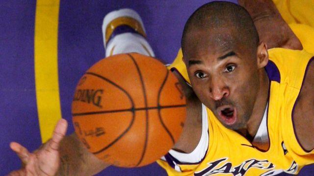 Kobe Bryant en un partido de baloncesto en 2009