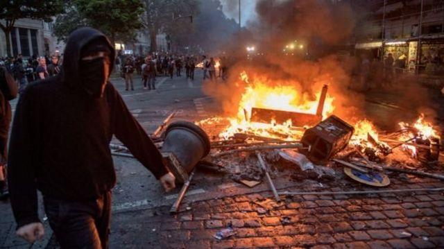 دهها نفر بعد از تظاهرات اعتراضی دیشب در هامبورگ آلمان بازداشت شدهاند