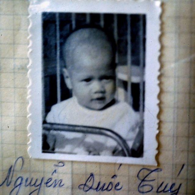 A foto de Tuy no registro do orfanato