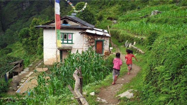 """قرية """"مانيكاركا"""" الحافلة بالمناظر الطبيعية الخلابة الواقعة في منطقة """"سيندو بالتشوك"""" النيبالية"""