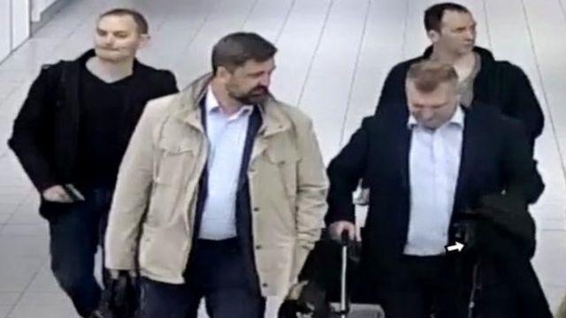 چهار مامور مظنون به همکاری با گرو با پاسپورت دیپلماتیک به هلند سفر کردند