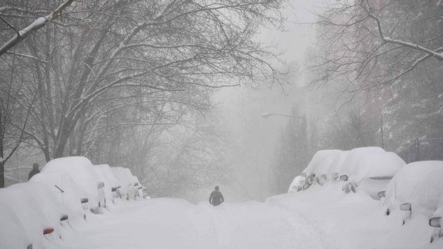 首都ワシントンでは22日夜から23日朝にかけて17センチ以上の降雪(23日)