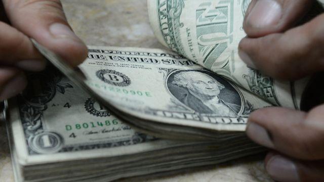 Đếm đô la Mỹ