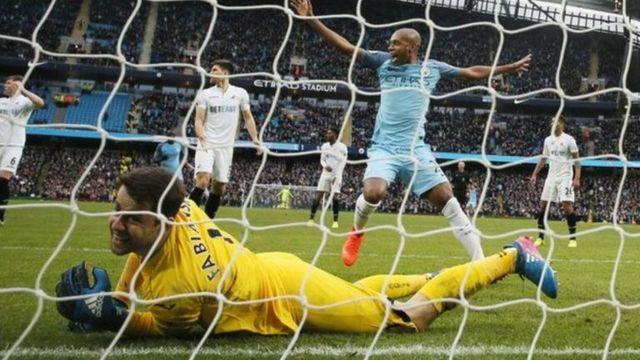 Lokacin da Gabriel Jesus ya ci Golan Swansea Lukasz Fabianski, kwallon Man City ta biyu