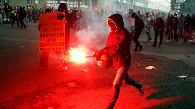 Protesters clash with anti-riot police