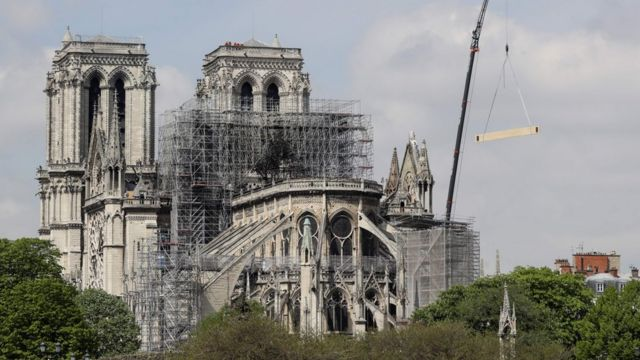 Notre-Dame fire: Temporary wooden cathedral proposed