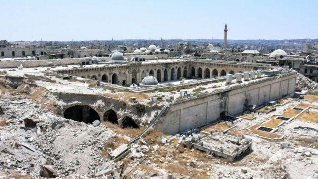 Вид на полуразрушенную мечеть Омейядов Алеппо