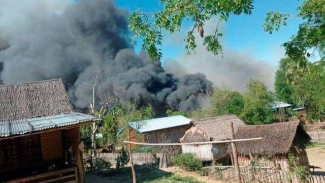تظهر الصور المنشورة على مواقع التواصل الاجتماعي حريق قرية كين ما