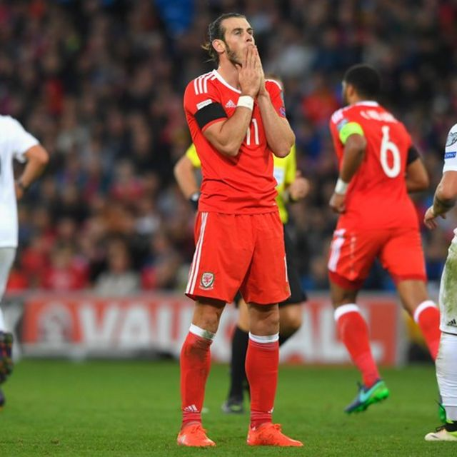 Gareth Bale reacciona en un momento del partido.
