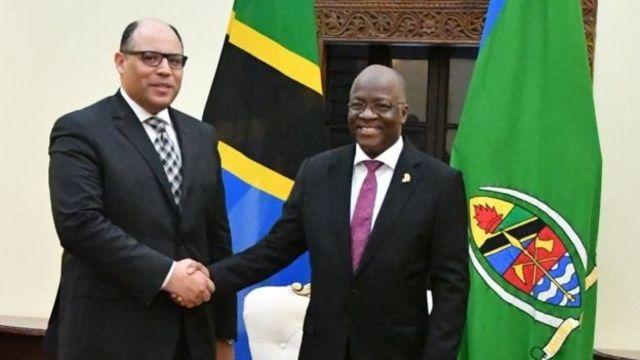 Rais wa Jamhuri ya Muungano wa Tanzania Dkt. John Pombe Magufuli akiwa pamoja na Balozi wa Misri Tanzania, Mohamed Gaber Mohamed Abulwafa