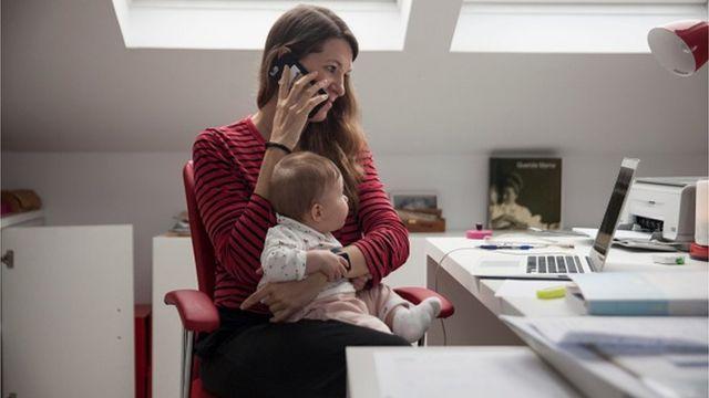 Якщо є бажання і потреба, тепер можна не переривати роботу для догляд за дітьми і законно оформити це із роботодавцем