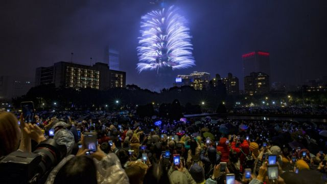 Fireworks and light effects illuminate the night sky from the Taipei 101 skyscraper during New Year's Eve celebrations in Taipei, Taiwan, 1 January 2019