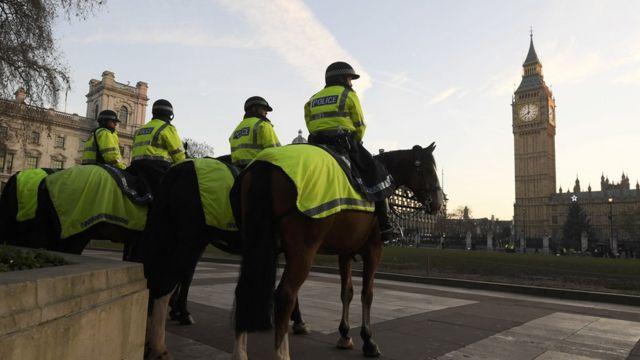 الشرطة البريطانية حول البرلمان