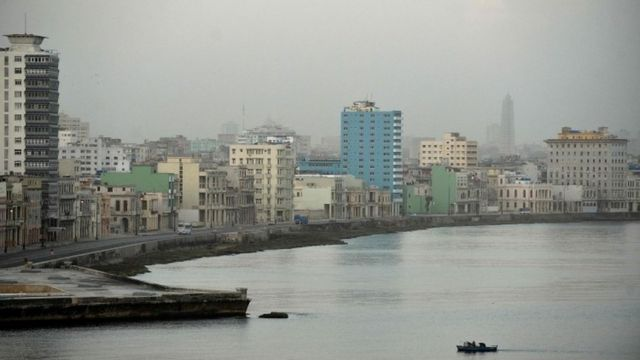 Una vista del malecón de La Habana