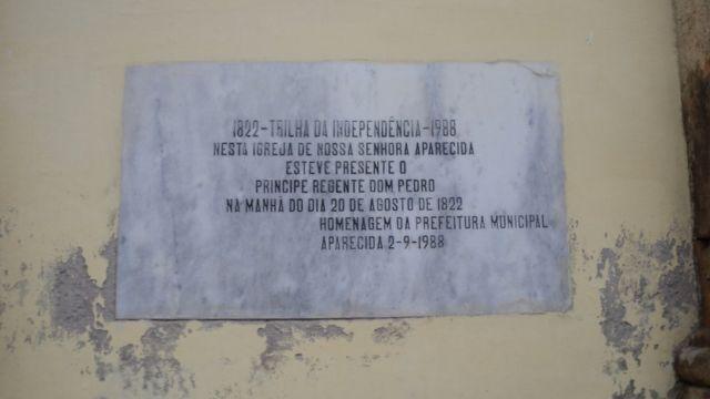 Placa alusiva à passagem de D. Pedro em Aparecida