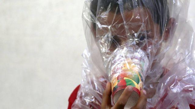 İdlib'te gaz maskesi