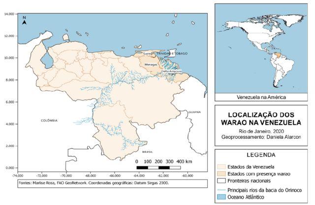 Mapas mostram a localização da Venezuela nas Américas e os Estados venezuelanos de Delta Amacuro, Monagas e Sucre