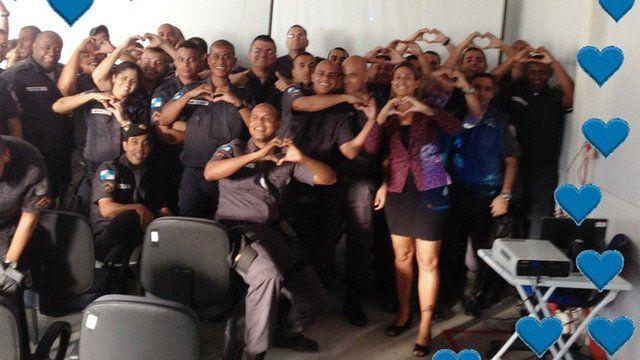 Azzariti e policiais da UPP da Fazendinha