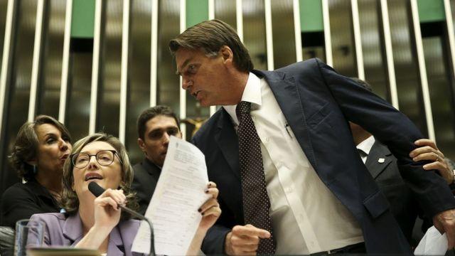 Jair Bolsonaro discute com Mária do Rosário em sessão do Congresso