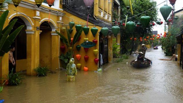 Hội An hiện bị ngập lụt