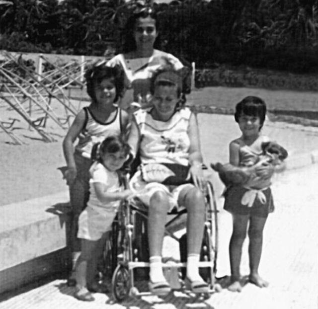 मारिया अपने परिवार के साथ