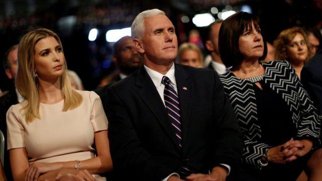 Ivanka Trump, Mike y Karen Pence.